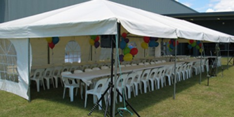 Marquee - 6m x 15m - tables & chairs- web